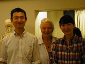 ヴィヴィアン・マッキーさん、かわかみ ひろひこ&妻の京子さん