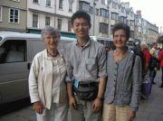 エリザベス・ウィーカーさん&ルシア・ウォーカーさんとともに。2004年オックスフォード・コングレス初日に。