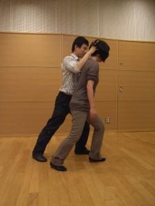 ランジ-前の脚の膝を曲げる