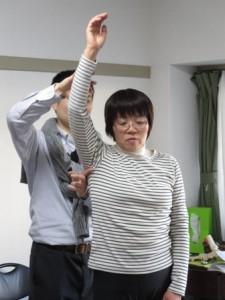 腕を下ろすときのわきの下の高さを指導 その2