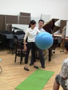 「からだ」を伸びやかになると、ボールの跳ね返り方が変わる その1