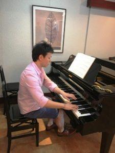 ピアノ演奏-上向