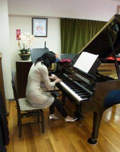 ピアノ演奏-下行(ビフォー)
