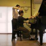 ピアノ演奏-アフター 全身が伸びやかになると、動きの切り替わりや、譜めくりも容易になります。