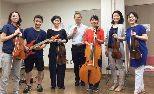 バイオリン奏者、ビオラ奏者、チェロ奏者、エレキギター奏者の弦楽器・撥弦楽器のアレクサンダーテクニークのレッスンをご受講された有志グループ