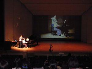 首が自由に頭部が前に上に~ピアノの演奏にアレサンダーテクニークを使う