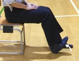 右足の足関節の背屈